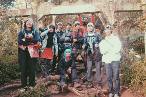 Gerbang Jalur Gunung Putri