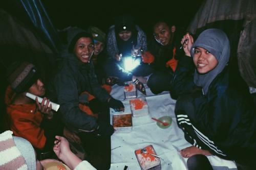 Makan Malam di Kandang Badak